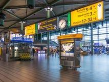 斯希普霍尔阿姆斯特丹机场火车终端,荷兰 免版税库存图片