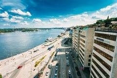 斯德哥尔摩瑞典 沿海岸区堤防,商业中心顶视图在市中心俯视在海海湾 免版税图库摄影