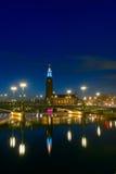 斯德哥尔摩香港大会堂,瑞典的夜视图 免版税库存照片