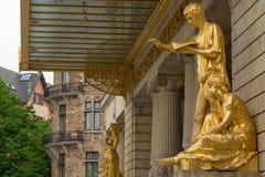 斯德哥尔摩,瑞典- 2016年5月28日:在皇家微量的金雕象 免版税库存照片