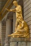 斯德哥尔摩,瑞典- 2016年5月28日:在皇家微量的金雕象 免版税库存图片