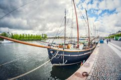 斯德哥尔摩,瑞典- 2016年5月16日:斯德哥尔摩 Strandwegen 畸变透视全天相镜头 免版税库存照片