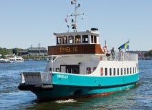 斯德哥尔摩,瑞典- 2011年6月5日:小旅游轮渡Emelie在斯德哥尔摩中水域  免版税库存图片