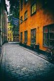 斯德哥尔摩,瑞典- 2016年8月19日:老狭窄的Kindstug看法  库存图片