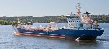 斯德哥尔摩,瑞典- 2011年6月5日:从Donso的罐车Astoria在斯德哥尔摩中水域  库存图片