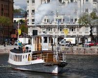 斯德哥尔摩,瑞典- 2012年5月18日:Frithiof -葡萄酒旅游火轮在斯德哥尔摩中水域  库存照片