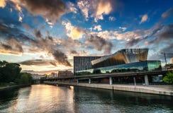 斯德哥尔摩,瑞典-江边议会中心 免版税库存图片