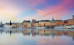 斯德哥尔摩,瑞典-老镇的全景, Gamla斯坦 库存照片