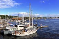 斯德哥尔摩,瑞典-靠码头由Djurgarden海岛的小船 免版税库存照片
