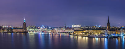 斯德哥尔摩,香港大会堂全景在晚上。 免版税库存照片