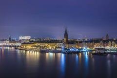 斯德哥尔摩, Riddarholmen在晚上。 图库摄影
