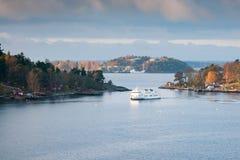 斯德哥尔摩, SWEDEN-OCTOBER 26 :北欧海盗线在波罗的海,瑞典2016年10月26的海湾的日轮渡浮游物 规则fl北欧海盗线  免版税库存图片