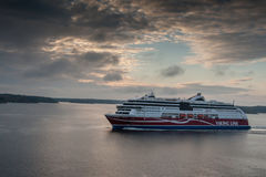 斯德哥尔摩, SWEDEN-OCTOBER 26 :北欧海盗线在波罗的海,瑞典2016年10月26的海湾的日轮渡浮游物 规则fl北欧海盗线  库存图片