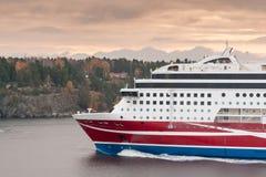 斯德哥尔摩, SWEDEN-OCTOBER 26 :北欧海盗线在波罗的海,瑞典2016年10月26的海湾的日轮渡浮游物 规则fl北欧海盗线  免版税库存照片