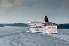 斯德哥尔摩, SWEDEN-OCTOBER 26 :Silja线在波罗的海,瑞典2016年10月26的海湾的日轮渡浮游物 规则flig Silja线  免版税库存照片
