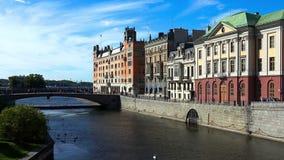 斯德哥尔摩 老城镇 建筑学、老房子、街道和邻里 股票录像