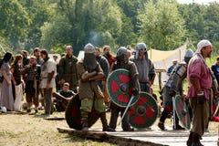 斯拉夫人和北欧海盗争斗  免版税库存照片
