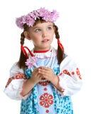 斯拉夫的服装和花圈的逗人喜爱的小女孩 免版税库存图片