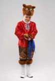 斯拉夫的熊的衣服的害羞的红头发人女孩 免版税图库摄影