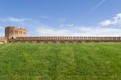 斯摩棱斯克有Gorodetskaya塔的(老鹰)堡垒墙壁 库存照片