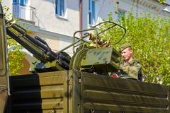 斯摩棱斯克,俄罗斯- 2018年5月03日:军用设备在前面 图库摄影