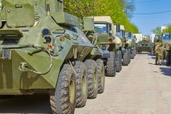 斯摩棱斯克,俄罗斯- 2018年5月03日:军用设备在前面 库存图片