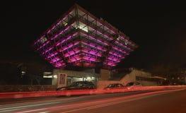 斯洛伐克收音机大厦在晚上 免版税库存照片