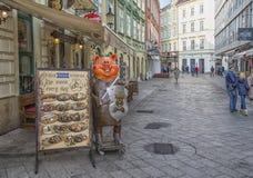 斯洛伐克,布拉索夫- 2017年方形11月5日的Safarikovo,从奥匈帝国帝国的大厦 免版税库存图片