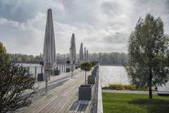 斯洛伐克,布拉索夫- 2017年11月5日,码头向多瑙河 免版税库存照片