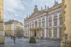 斯洛伐克,布拉索夫- 2017 11月5日,历史的老镇,从奥匈帝国帝国的大厦 大主教`宫殿 免版税图库摄影