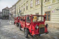 斯洛伐克,布拉索夫- 2017 11月5日,历史的老镇,从奥匈帝国帝国的大厦 大广场 库存照片