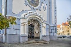 斯洛伐克,布拉索夫- 2017 11月5日,历史的老镇,从奥匈帝国帝国的大厦 蓝色教会 库存照片