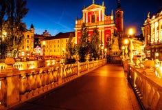 斯洛文尼亚 卢布尔雅那 Slov的首都的美好的夜视图 免版税库存图片
