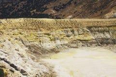 斯特凡诺斯火山口,尼西罗斯岛黄色破火山口  免版税库存图片