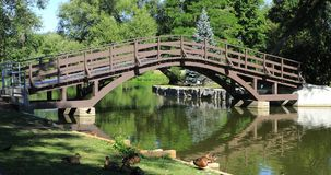 斯特拉福,与桥梁4K的加拿大, Avon河场面 影视素材