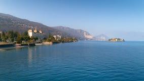 斯特雷萨鸟瞰图湖的Maggiore,意大利 免版税库存图片