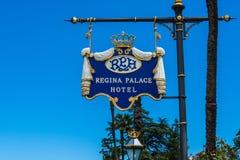 斯特雷萨,意大利- 2016年7月14日 在雷日纳华园大饭店, Maggiore湖的一个镇的斯特雷萨视图 免版税库存照片