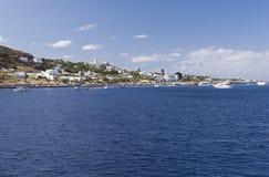 斯特龙博利岛海岛的小镇 库存照片