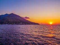 斯特龙博利岛,意大利 库存图片