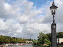 彻斯特CHESHIRE/UK - 9月16日:在河D的老路灯柱 库存图片