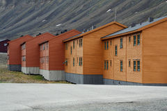 斯瓦尔巴特群岛或卑尔根群岛的木矿工房子 免版税库存图片