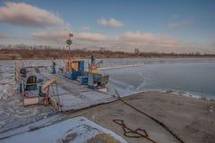 维斯瓦河的轮渡码头 免版税库存照片