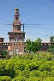 斯福尔扎古堡在米兰 在正门上的塔 ?t 免版税库存照片