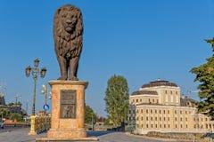 斯科普里西部狮子雕象 免版税库存照片