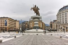 斯科普里,马其顿共和国- 2018年2月24日:斯科普里市中心和亚历山大大帝纪念碑 免版税库存照片
