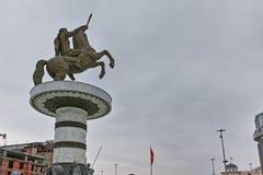 斯科普里,马其顿共和国- 2018年2月24日:斯科普里市中心和亚历山大大帝纪念碑 免版税库存图片