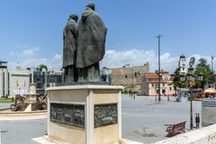 斯科普里,马其顿共和国- 2017年5月13日:圣徒西里尔和Methodius纪念碑和菲利普II正方形在斯科普里 图库摄影