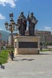 斯科普里,马其顿共和国- 2017年5月13日:圣徒西里尔和Methodius纪念碑和菲利普II正方形在斯科普里 免版税库存照片