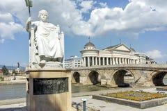 斯科普里,马其顿共和国- 2017年5月13日:拜占庭式的皇帝查士丁尼一世和考古学博物馆的雕象 图库摄影