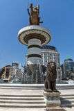 斯科普里,马其顿共和国- 2017年5月13日:斯科普里市中心和亚历山大大帝纪念碑 免版税库存图片